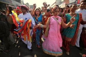india-eunuchs-2010-12-5-5-30-52